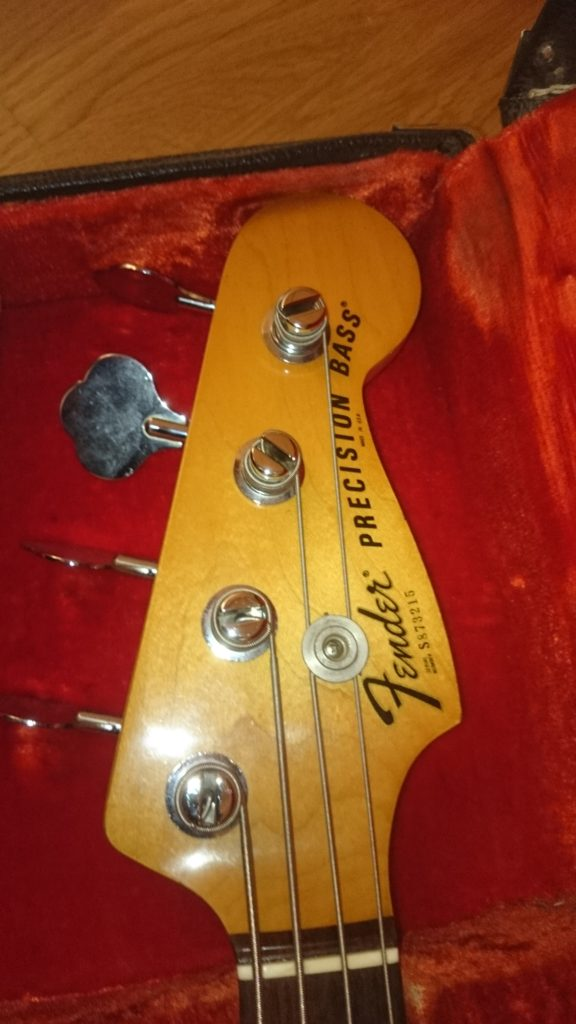 8b Fender Precision E-Bass mit Nummer